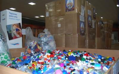 Villena recoge 2300 kilos de tapones para ayudar a una niña con problemas de movilidad