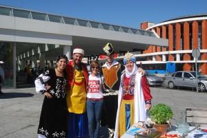 Festeros y la edil de Fiestas en la estación de Atocha