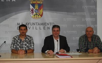 La Concejalía de Deportes firma dos convenios para facilitar el uso de la Piscina Cubierta a los escolares y al Club de Natación Alto Vinalopó