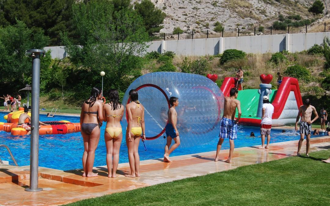 Ya se pueden entregar los curriculum para trabajar de socorrista en la piscina de verano de la - Socorrista de piscina ...