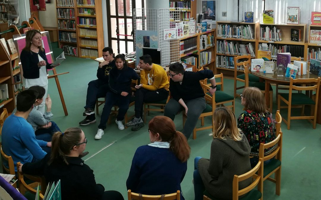 Jugando con rimas y versos celebramos con Apadis el Día Internacional de la Poesía