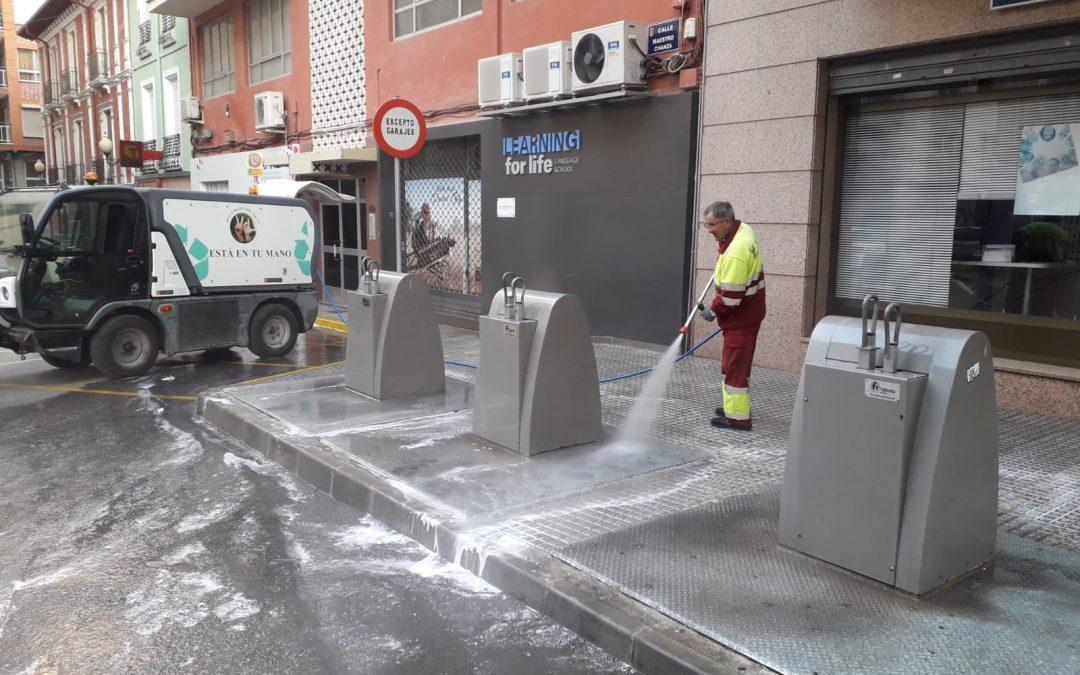 Limpieza de calles y contenedores en el casco urbano