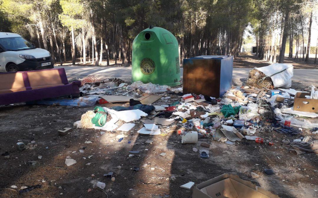 Limpieza de vertidos en Casas de Menor
