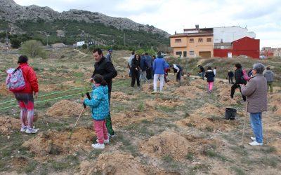 Plantación de árboles en la Rambla Conejo el domingo 14 de abril
