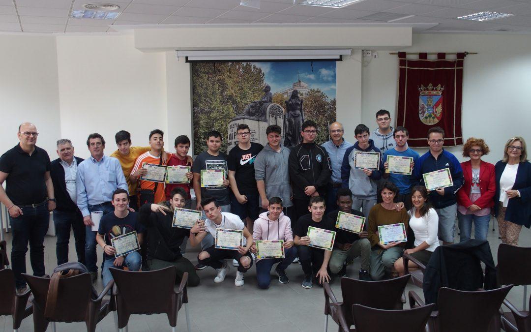 Entregados los diplomas de FP Básica en Electricidad y Mecánica y Jardinería