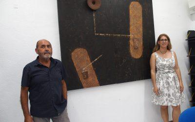 Paco Martínez Catalán dona un cuadro a la pinacoteca de la Casa de Cultura