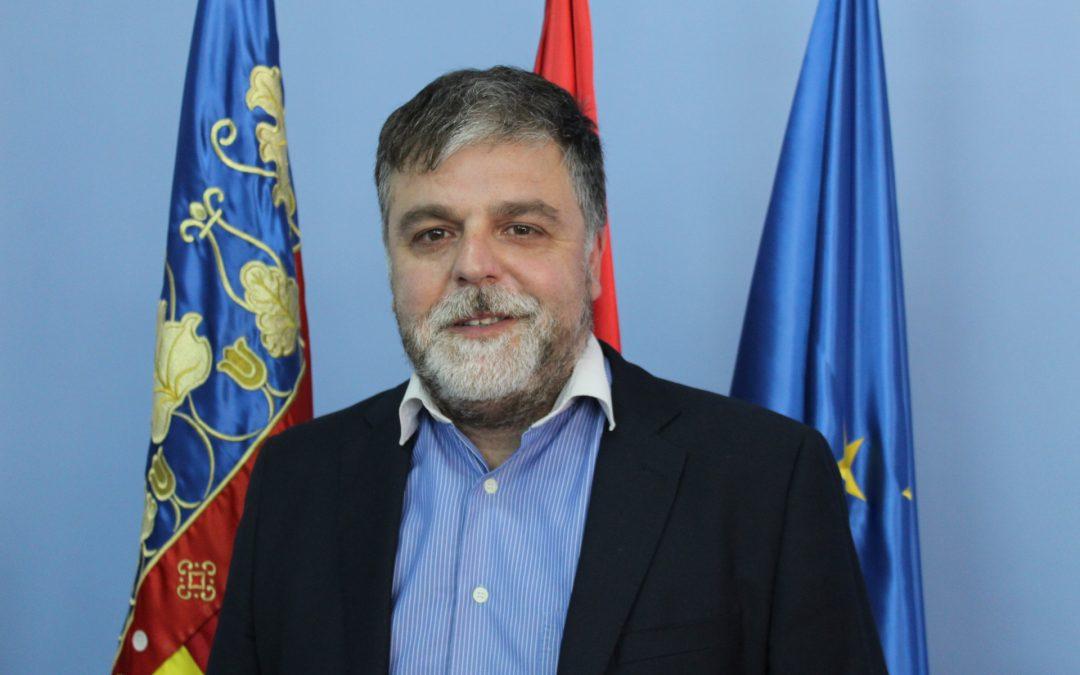 El alcalde redistribuye las concejalías de carácter económico para reforzar la gestión frente a la  crisis de la Covid-19 tras la reincorporación de la edil Esther Esquembre