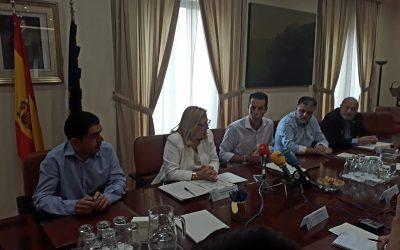 Reunión del alcalde en Subdelegación de Gobierno para abordar el tema de la pólvora