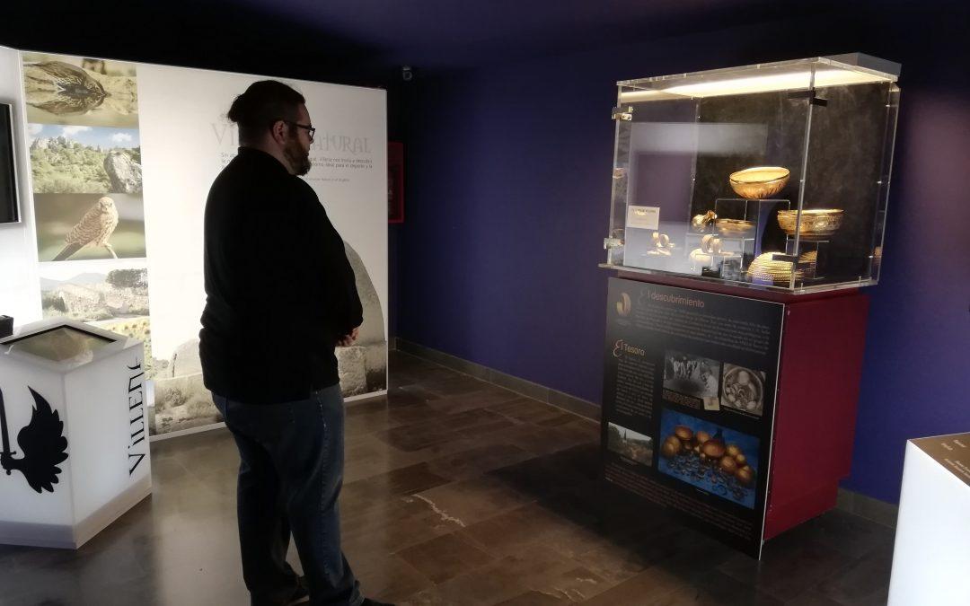 El Centro de Recepción de Visitantes expone la réplica del Tesoro de Villena