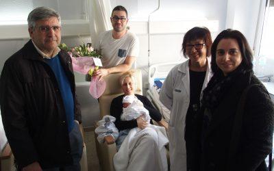 Visita al primer bebé del año en España