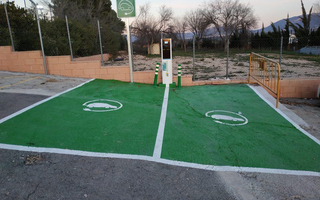 Instalados dos nuevos puntos de recarga de vehículos eléctricos, subvencionados por el Instituto Valenciano de Competitividad Empresarial (IVACE)