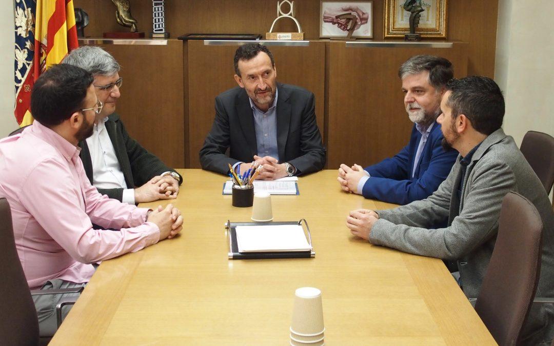 El Alcalde de Villena muestra su apoyo a la Feria del Calzado en Elche
