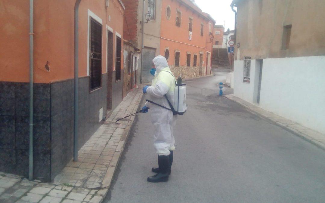 Se recomienda no tirar los guantes protectores a la calle