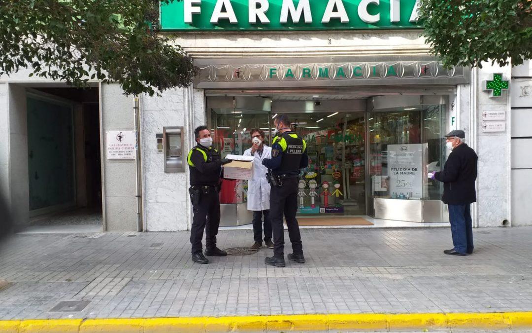 La Policía local entrega mascarillas a las farmacias de Villena